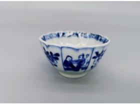 青花菊瓣纹婴戏杯(2)