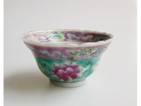 绿地粉彩花卉花口杯