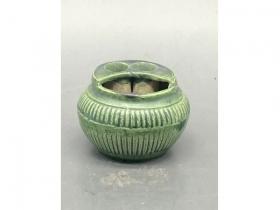 绿釉竹篓型插笔水盂