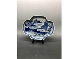 青花山水纹海棠形茶盘