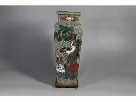 哥瓷粉彩方瓶