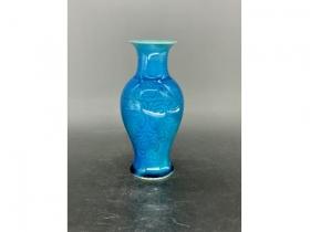 孔雀蓝釉暗花小观音瓶